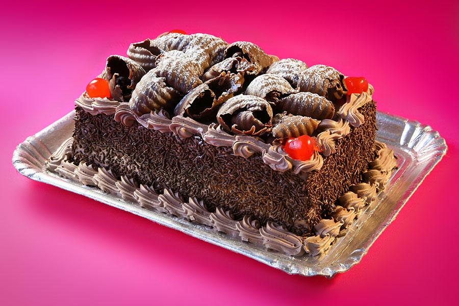bolo floresta negra com cerejas